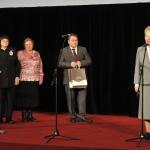 Teterevu ģimenes vārdā apbalvojumu pasniedz fonda direktors un sirsnīgs cilvēks - Mareks Indriksons  Foto:A.Liepiņš