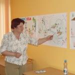 Helēna Siliņa improvizētā Latvijas kartē norāda uz Varakļānu nodaļu