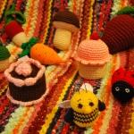 Kūkas, bitītes, sēnes, mārītes, kurmīši, burkāni, bietes, vardes....