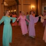 Pirmā no kreisās - Laima Jēkabsone - daudzu deju horeogrāfe