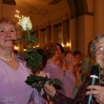 Bijusī dejotāja mamma - Līga nodod stafetes rozi meitai Ingunai